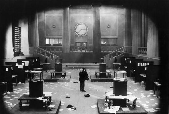 Dr. Mabuse, der Spieler (o jogador), 1922. Dir. Fritz Lang. O personagem produz o caos e manipula o mercado.